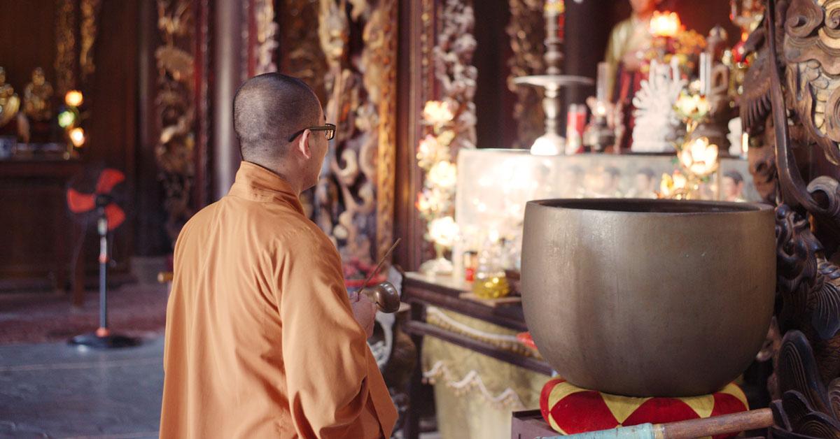 Moine de Mulkirigala dans le temple bouddhiste
